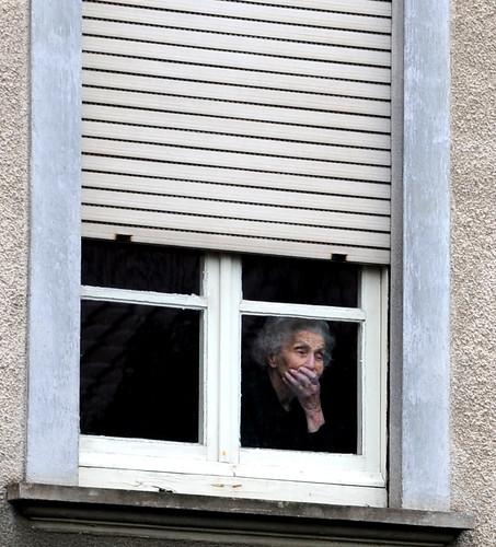 Vecchia alla finestra sartiglia 2010 giampierocarta for Finestra vecchia