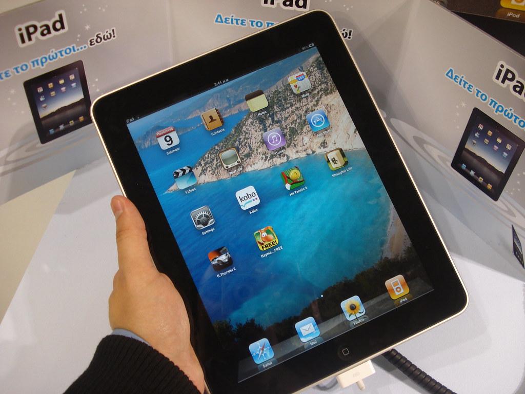 Apple ipad apple ipad hands on john karakatsanis flickr for Application ipad construction maison