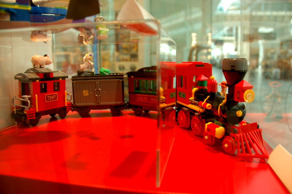 New Toy Story 3 Train : Braintree lego store toy story train chris devers