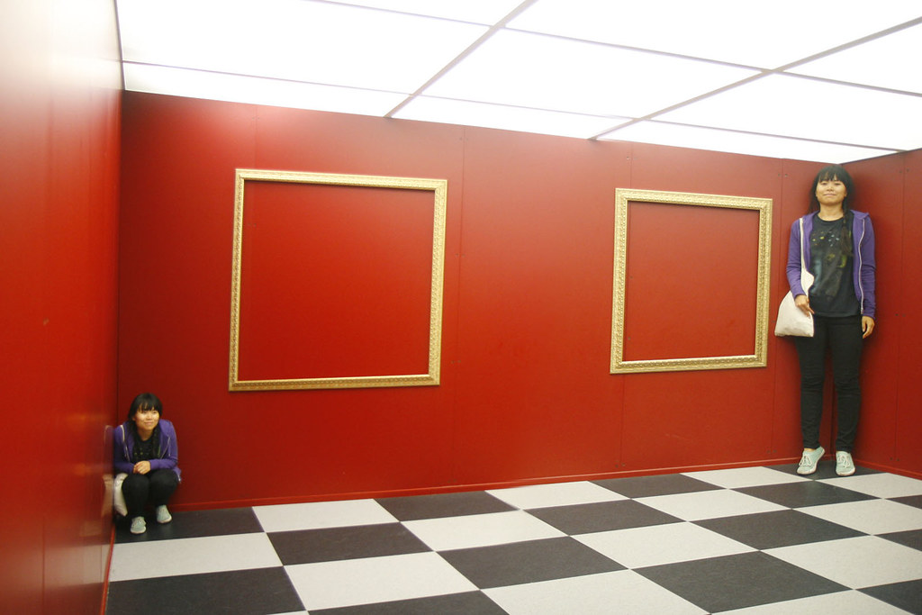 Adelbert Ames Room Ames Illusion Room