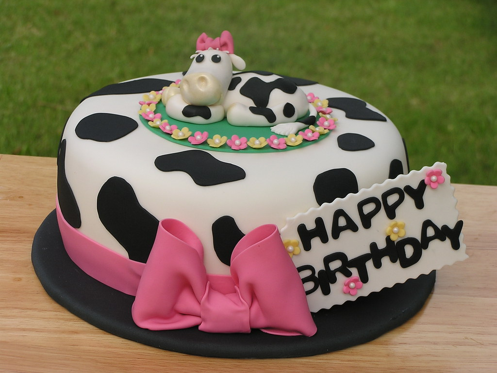 Cow Cake Made For A Woman Who Loves Cows And The Color Pin Flickr