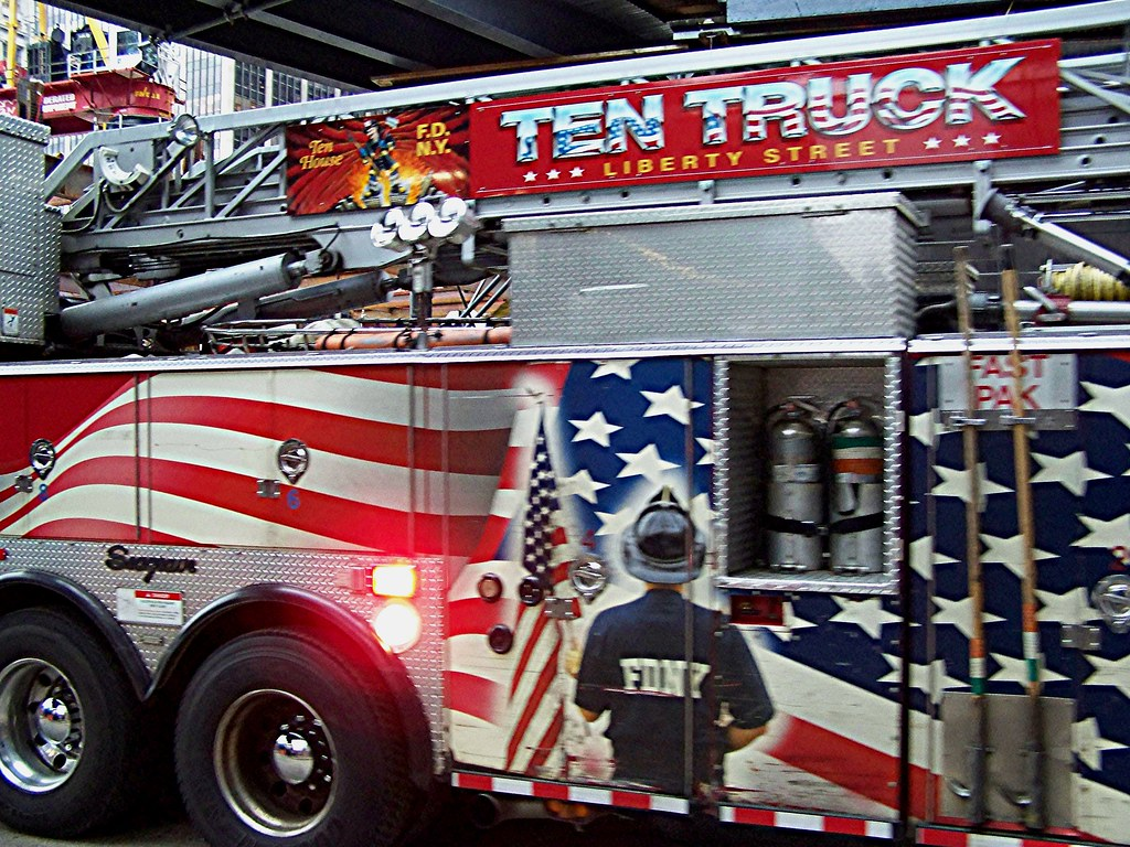 New York Fire Truck   2001 Seagrave Rear Mount Aerial ...