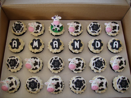 Cupcake Decorating Ideas 21st Birthday : Mossy s masterpiece - Amanda s 21st Birthday cow cupcakes ...