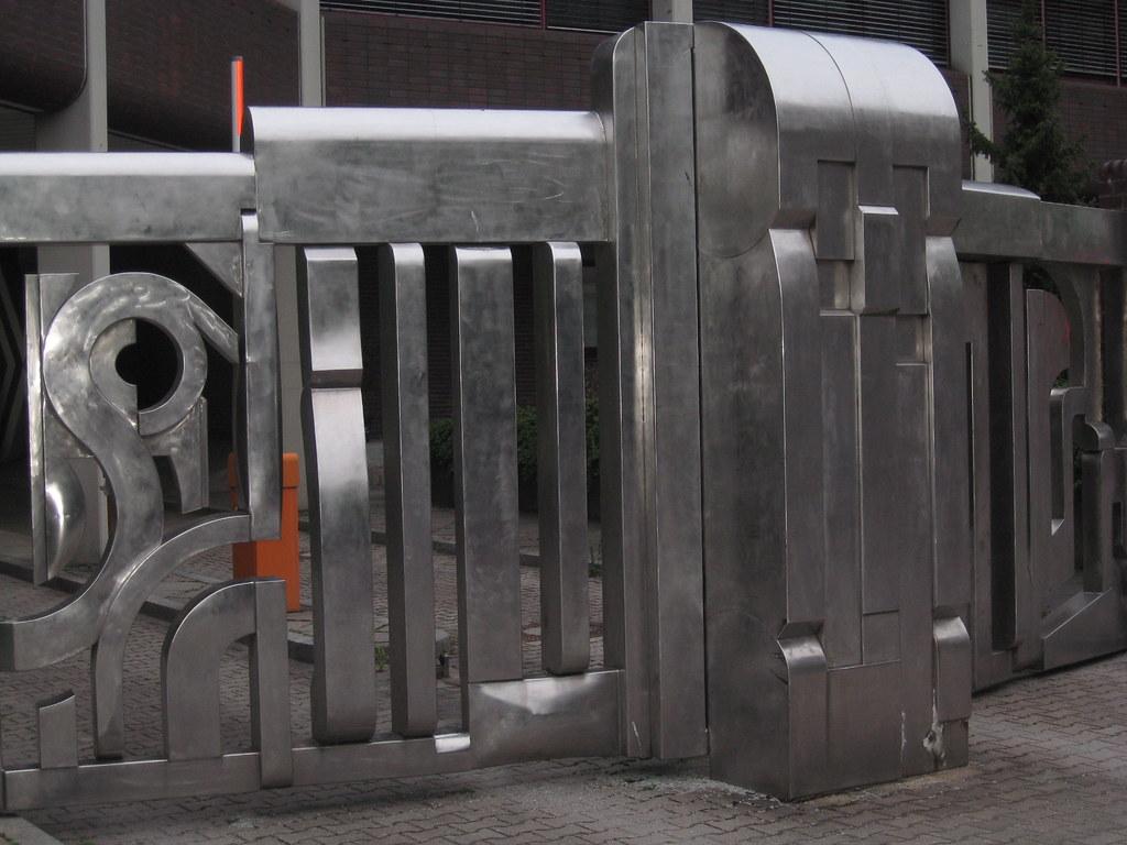 Edelstahl Tor Polizei Moritzstr Spandau Skulpturale Tora Flickr