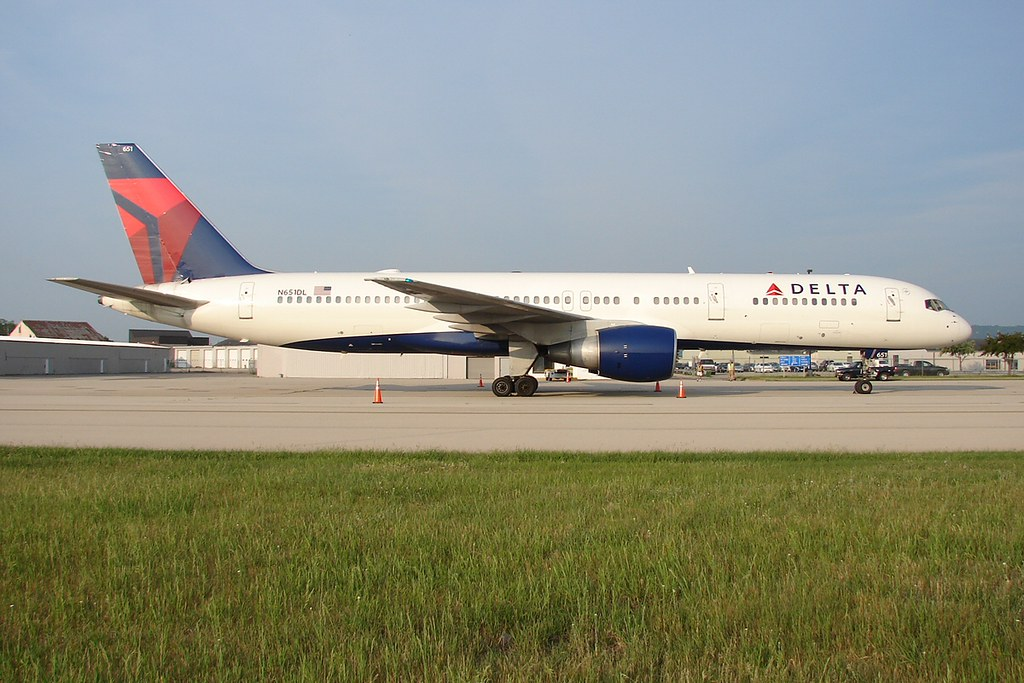 delta air lines 757 200 n651dl in lse for a