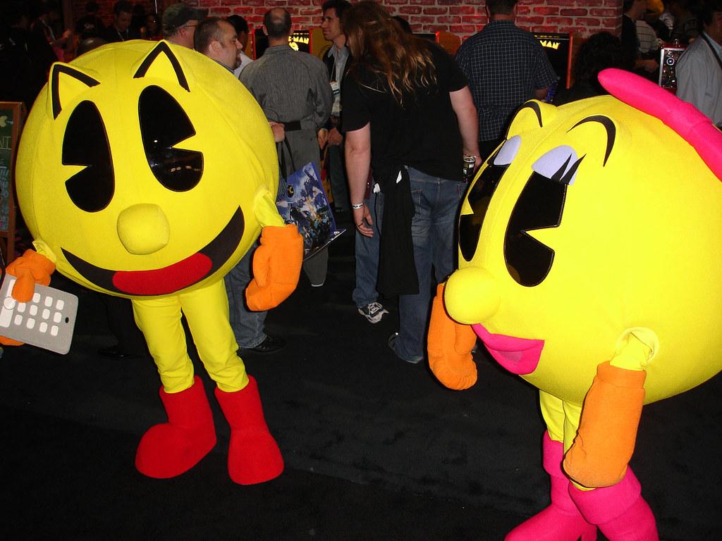Pacman u0026 Mrs. Pacman Halloween costumes & 26 Trending Halloween Costume Ideas
