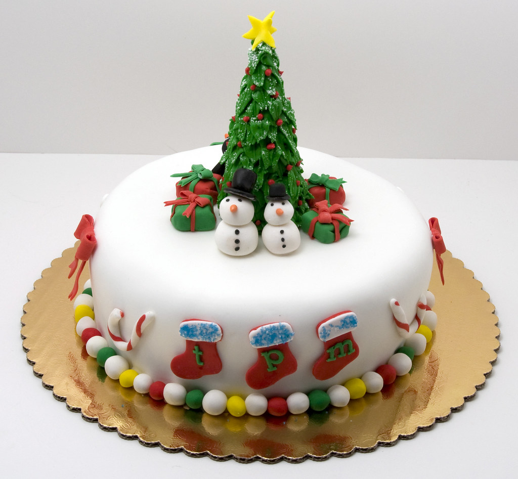 Christmas cake a traditional boozy british christmas for Decoration ideas for christmas cake