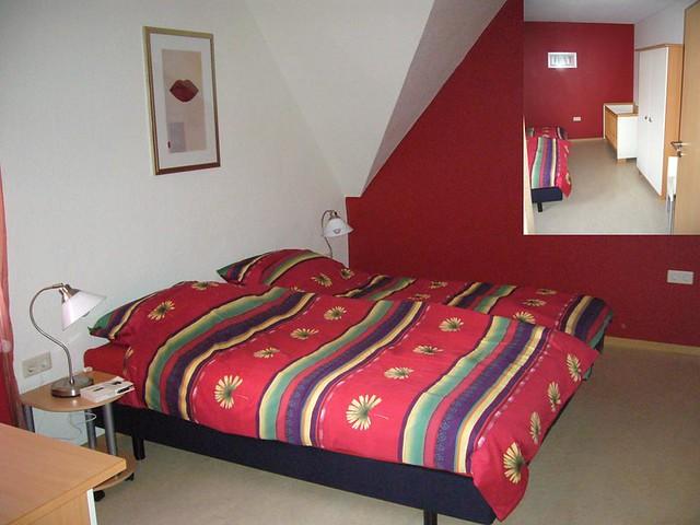 de rode slaapkamer | De warme rode kamer heeft naast de 2 éé… | Flickr