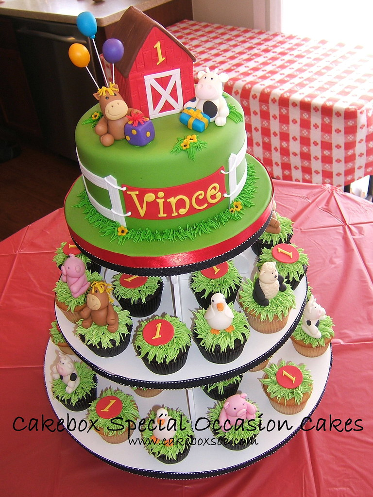 Vince S Farm Cupcake Tower This Was A Lot Of Modeling