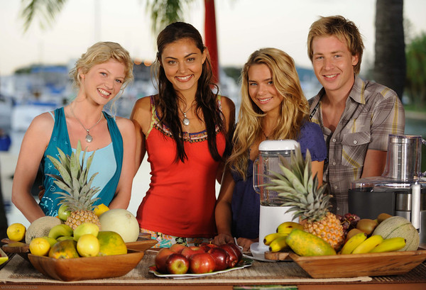 Phoebe tonkin on set phoebe tonkin on the sets of h20 for H2o just add water cast