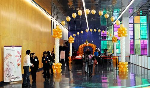 Trade show entrance balloon decorations le salon de la for Craft shows in louisiana