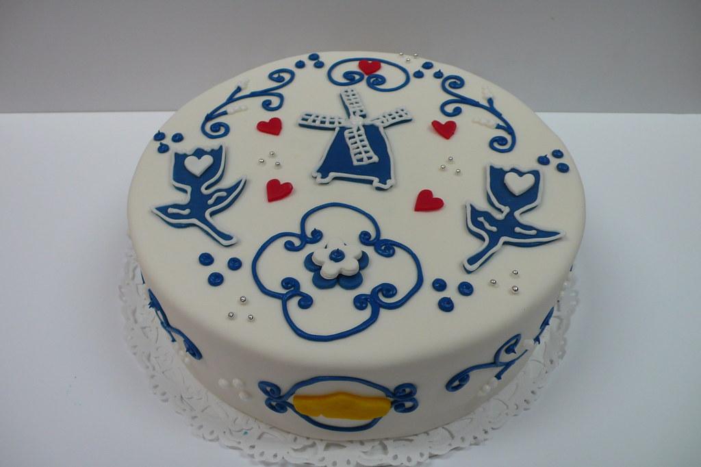 Dutch Birthday Cake Vollendamdelft Tiles Cake With Clogs Flickr