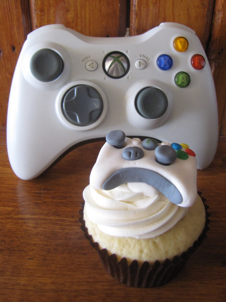 XBOX 360 Controller Cupcake | Vanilla cupcake frosted with ... Cool Cupcakes For Boys