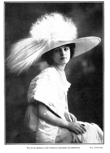 moda española. Revista Blanco y Negro 1912 | by Old Photographs Archive Spain