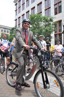 LaHood and to-be-named DC Bikeshare bike | by Transportation for America