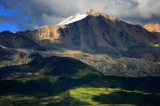 Mountainscape near Lhagang, Tibet | by reurinkjan