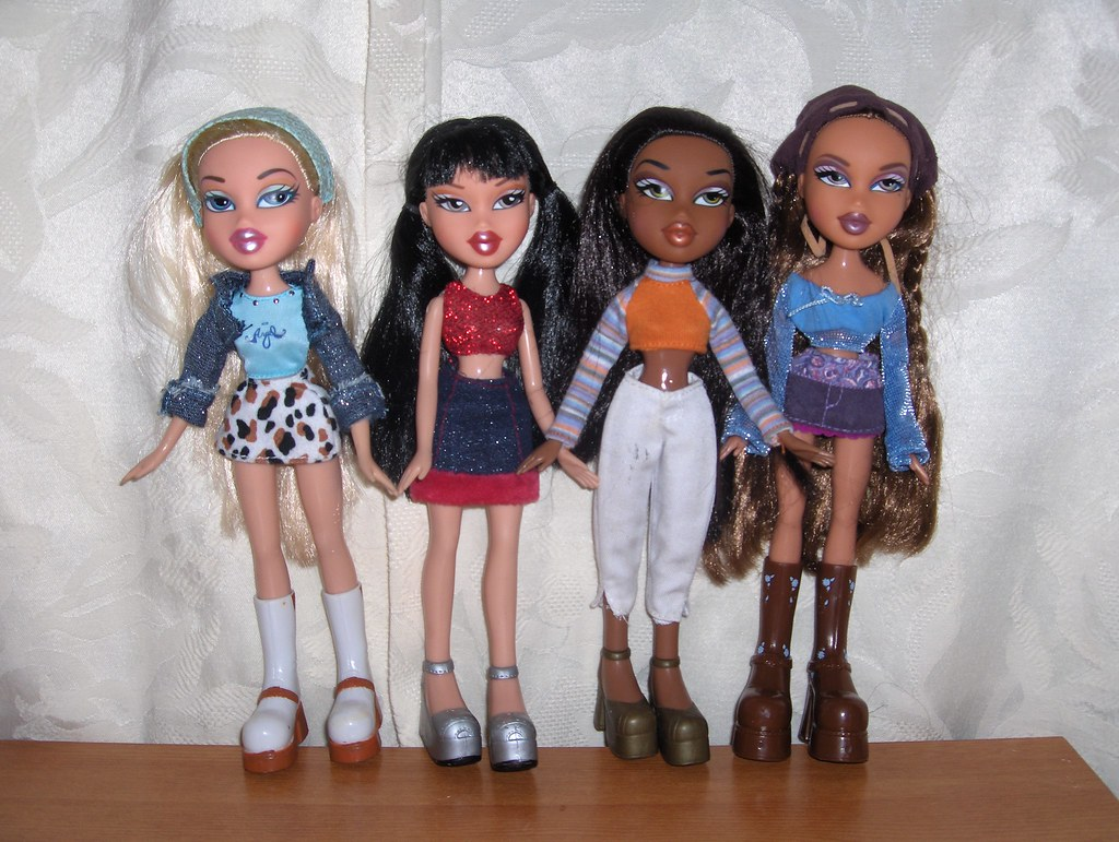 bratz 1st edition  2nd outfits  unfortunately i don't