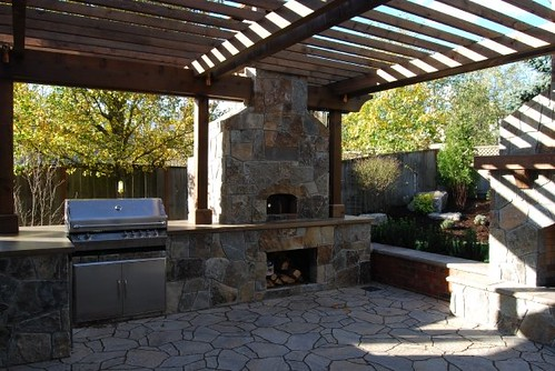 Outdoor entertaining area with bbq and pizza oven a for Outside barbecue area design