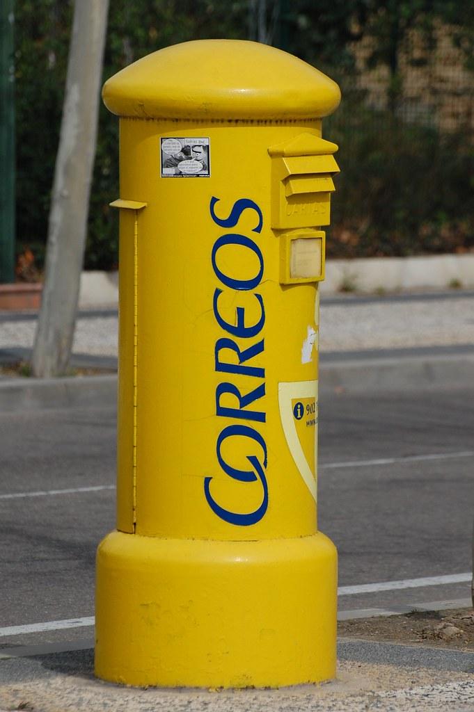 una buz n de correos el buzones aqu son amarillos