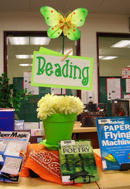 Reading Helps Your Mind Bloom Quot Reading Quot Spring Display