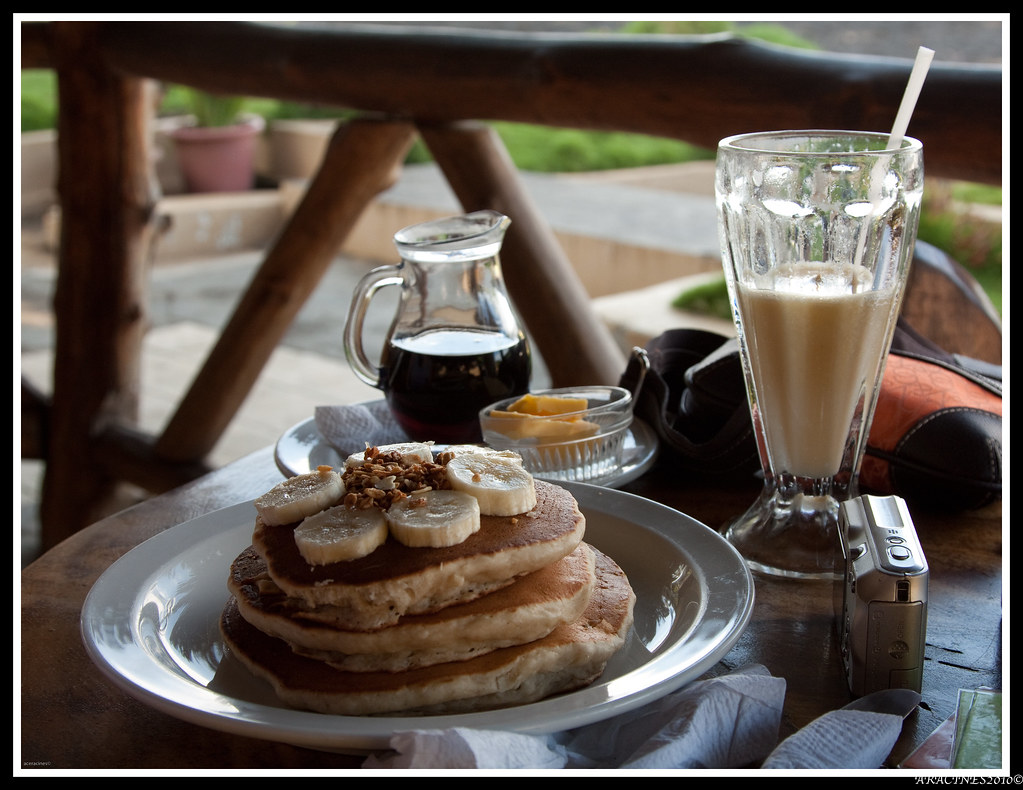 Banana Pancake w/ Mango Smoothie | If you happen to be in Pl ...