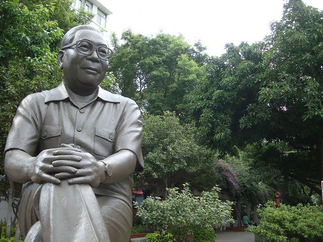 打破經濟起飛、十大建設神話,一個八年級生的告白:父執輩心中的蔣經國信仰,讓台灣遲遲無法走向建國
