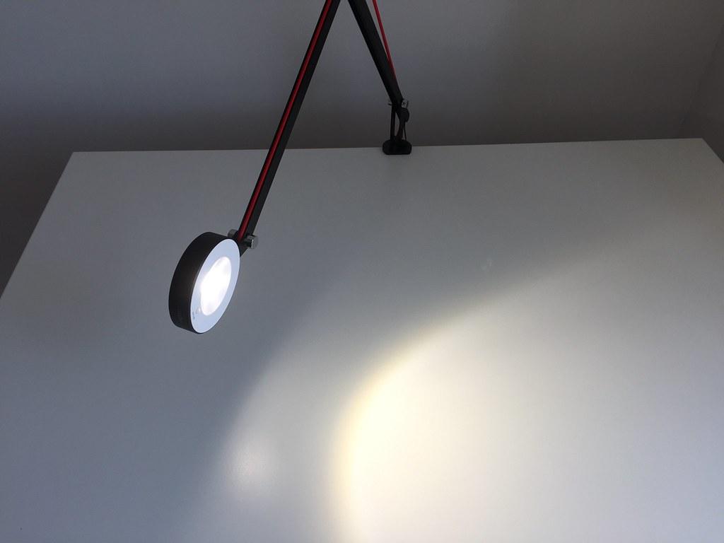 Test de la lampe de bureau led aglaia à bras artu flickr