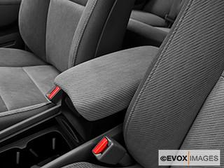2010-Honda-Civic-Sedan-EX_140 | Front center console / arm ...