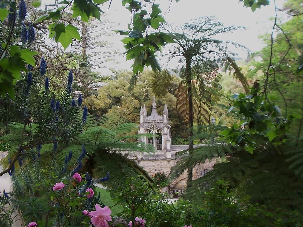 Quinta da regaleira vista desde los jardines sintra portu for Jardines quinta da regaleira
