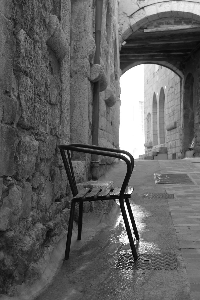 Serait ce une invitation une chaise musicale deux for Chaise musicale