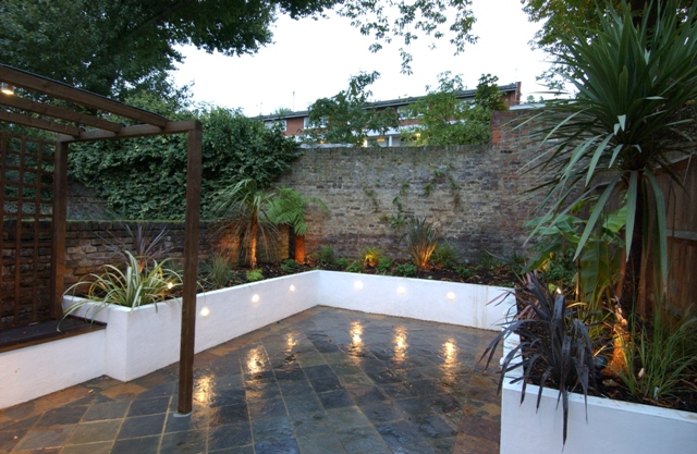 The urban courtyard garden by earth designs for Creating a courtyard garden