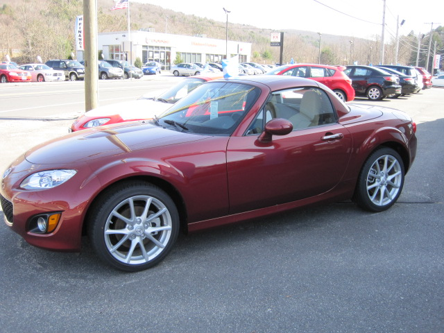 2010 mazda mx 5 miata retractable hardtop modern motors. Black Bedroom Furniture Sets. Home Design Ideas