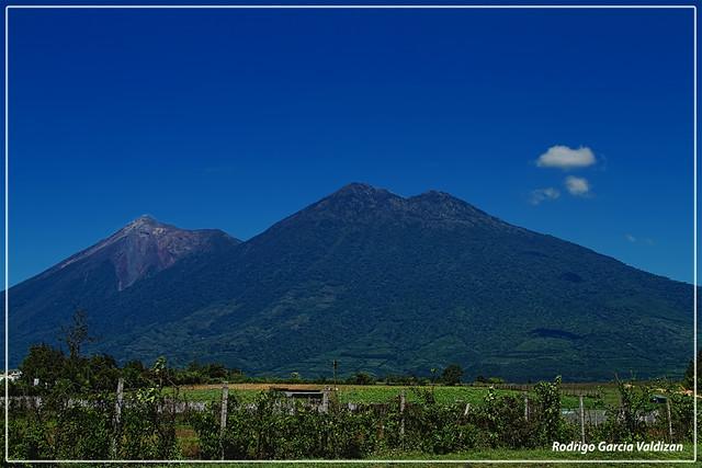 Volcanes Acatenango Y Fuego, Guatemala | Esta toma es ...