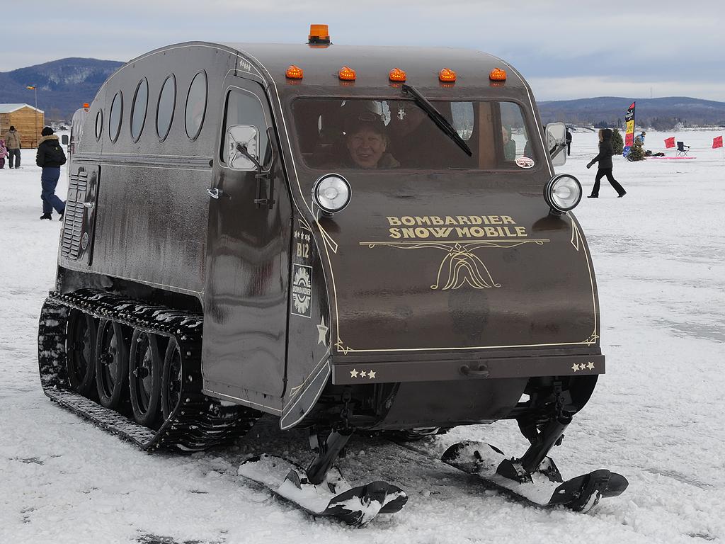 Autoneige autoneige b12 bombardier snowmobile @ festi-vent sur glace… | flickr