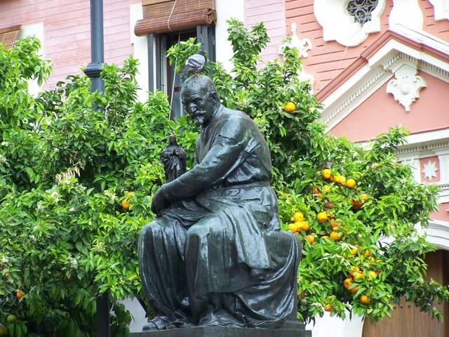 Resultado de imagen de Estatua de Juan Martinez Montañés, en la Plaza del Salvador