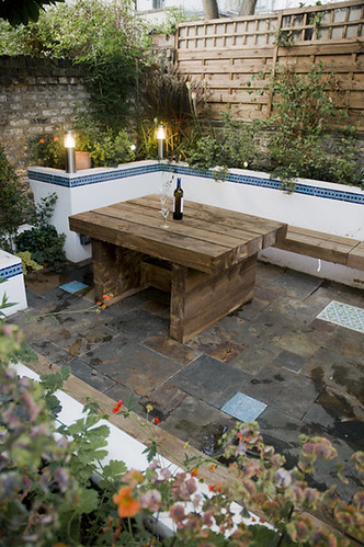 The moroccan courtyard garden by earth designs for Garden design ideas new build