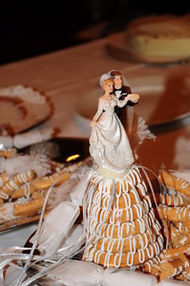 Bride and groom on the marzipan ring cake | by L.C.Nøttaasen