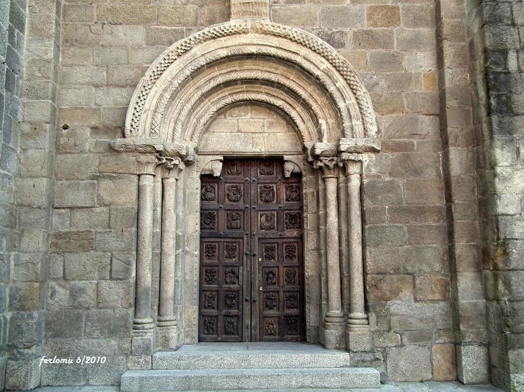 Tui pontevedra catedral puerta rom nica tui for 5 puertas pontevedra