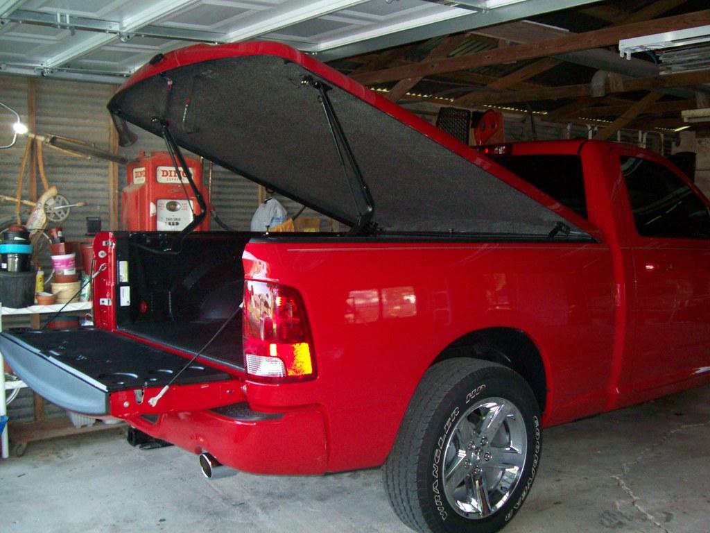 Tonneau Cover Dodge Ram 1500 >> 2010 Dodge Ram 1500 R/T Tonneau Cover | Here's the tonneau c… | Flickr