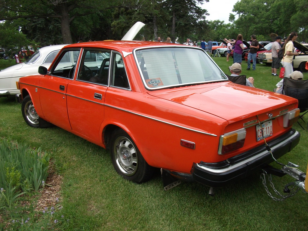 1974 Volvo 144 | Great 1974 Volvo 144 in orange towing a tra… | dave_7 | Flickr