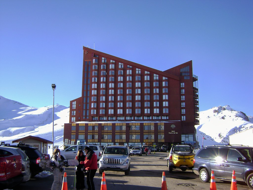 Hotel puerta del sol valle nevado lo barnechea santiago for Puerta del sol santiago