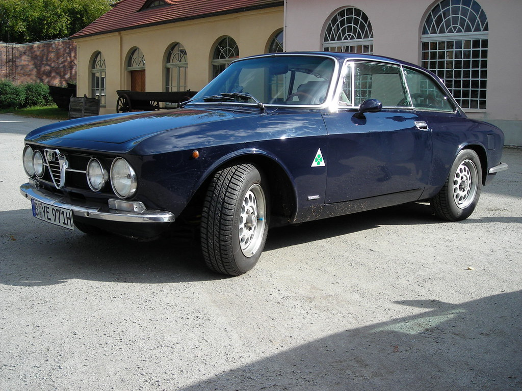 alfa romeo 2000 gtv bertone coup 1972 the alfa romeo flickr. Black Bedroom Furniture Sets. Home Design Ideas