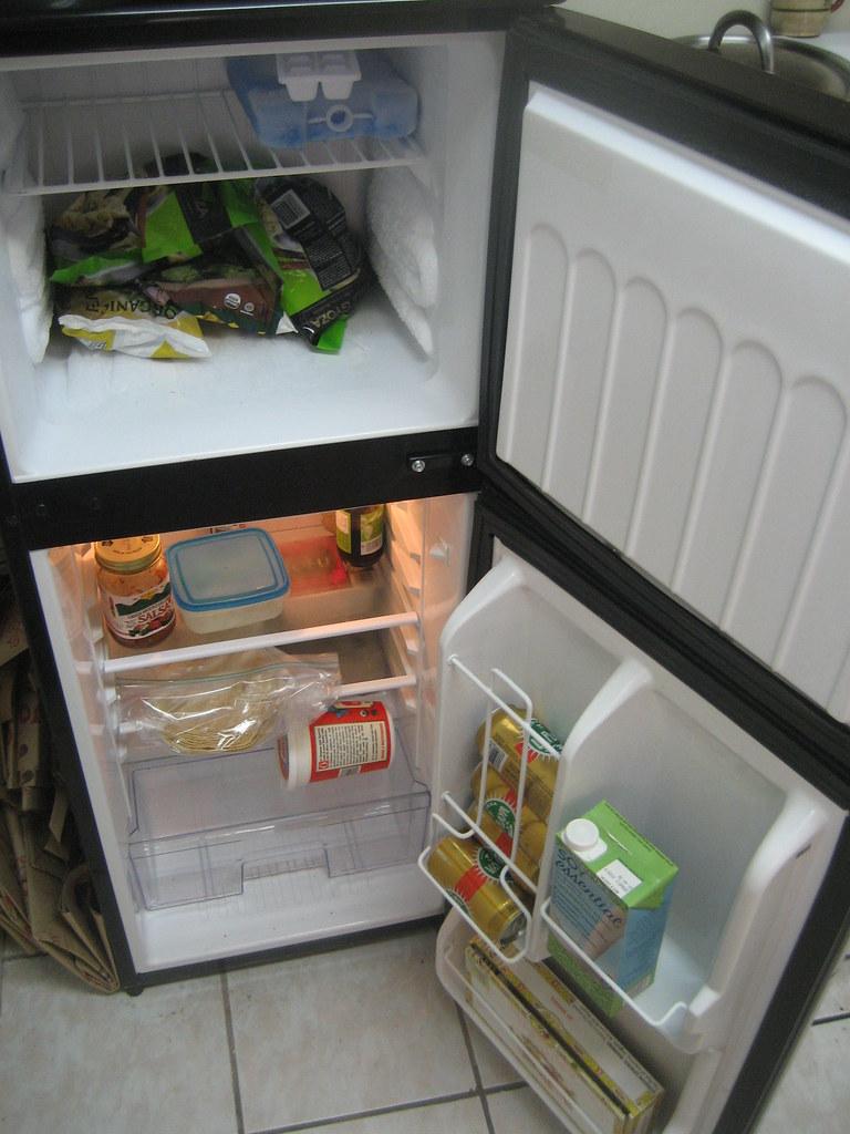 4' Fridge w/ freezer (...
