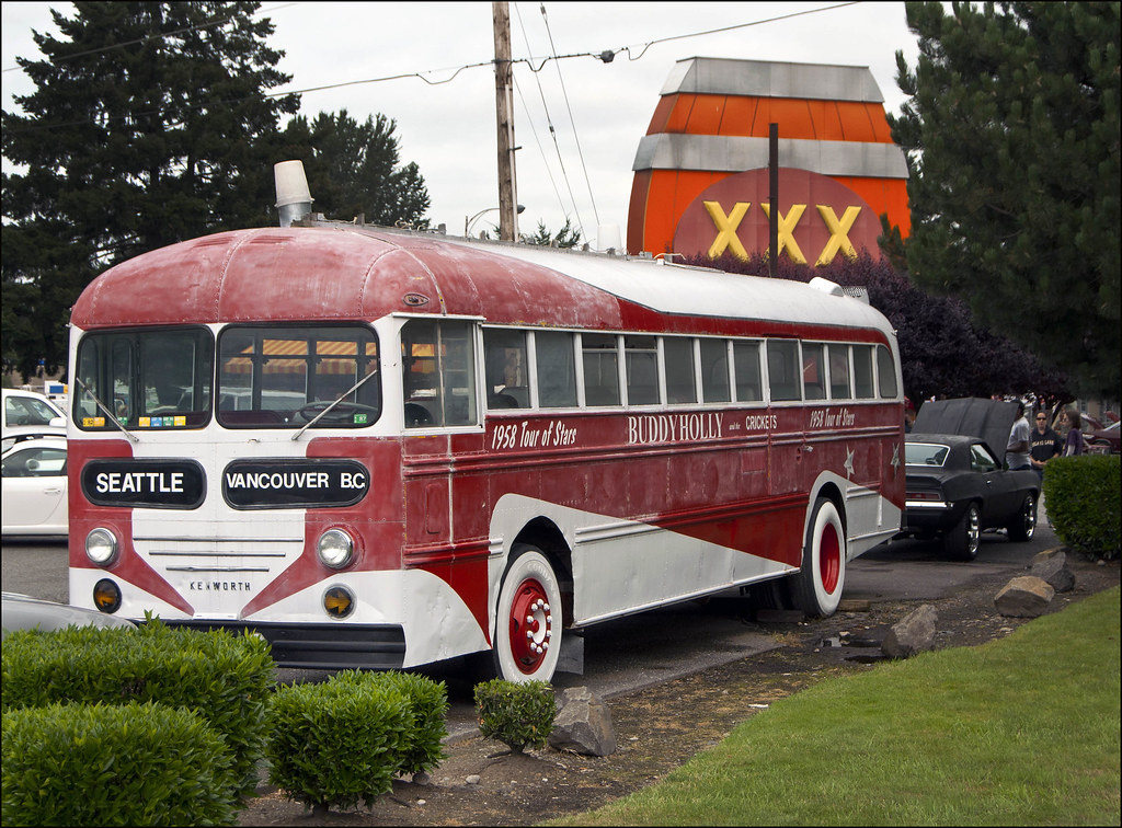1955 Kenworth Bus At The Xxx Drive-In  Rock  Roll Tour -2790