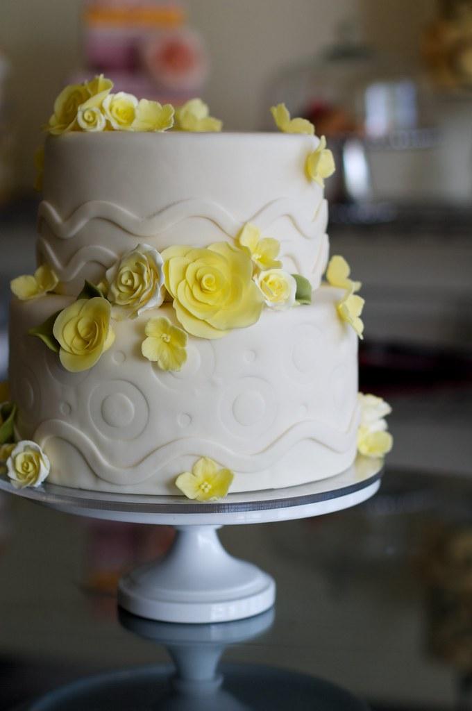 Yellow Roses Over Emboss Wedding Cake Www Studiocake Com