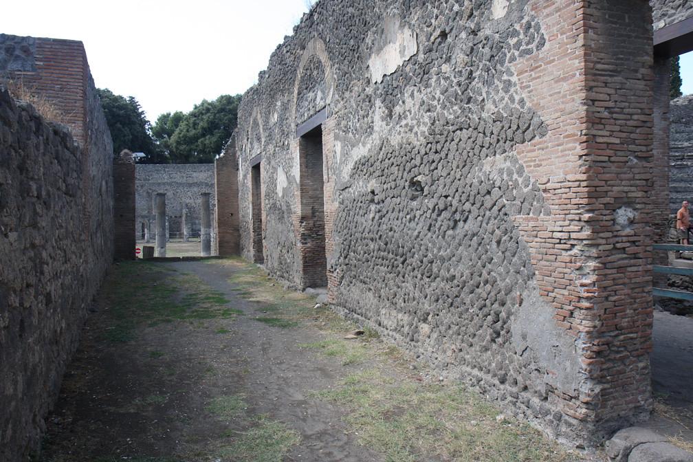 Opus Incertum Pompeii Odeon A View Of A Corridor