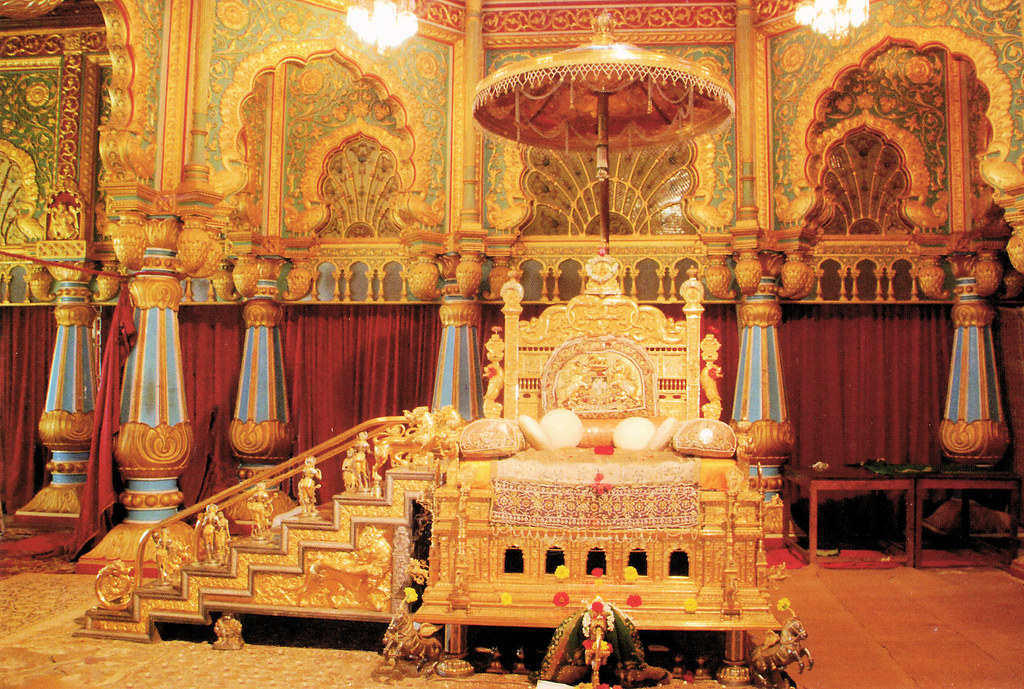 Mysore palace golden throne mysore palace golden for Apartment interior design mysore