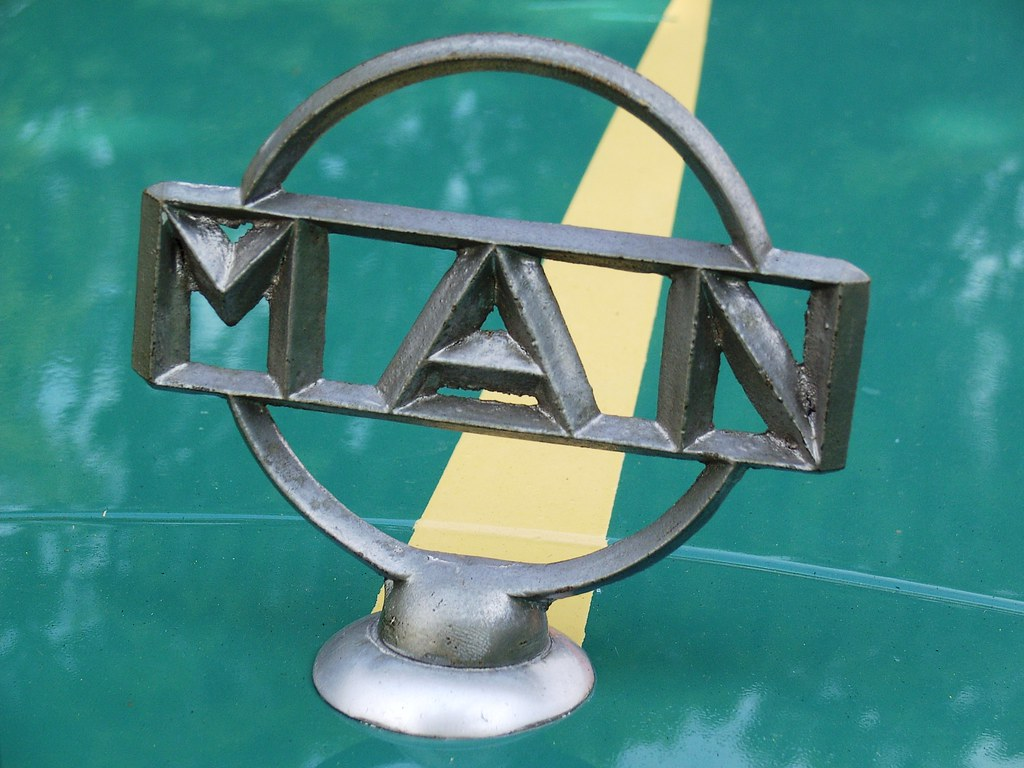 1958 m a n zk1 mercedes benz style hood ornament well for Mercedes benz hood ornament