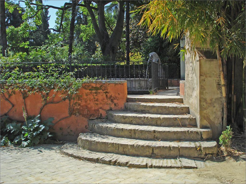 Escalera lateral del Cenador del León. Jardines del Alcáza ...