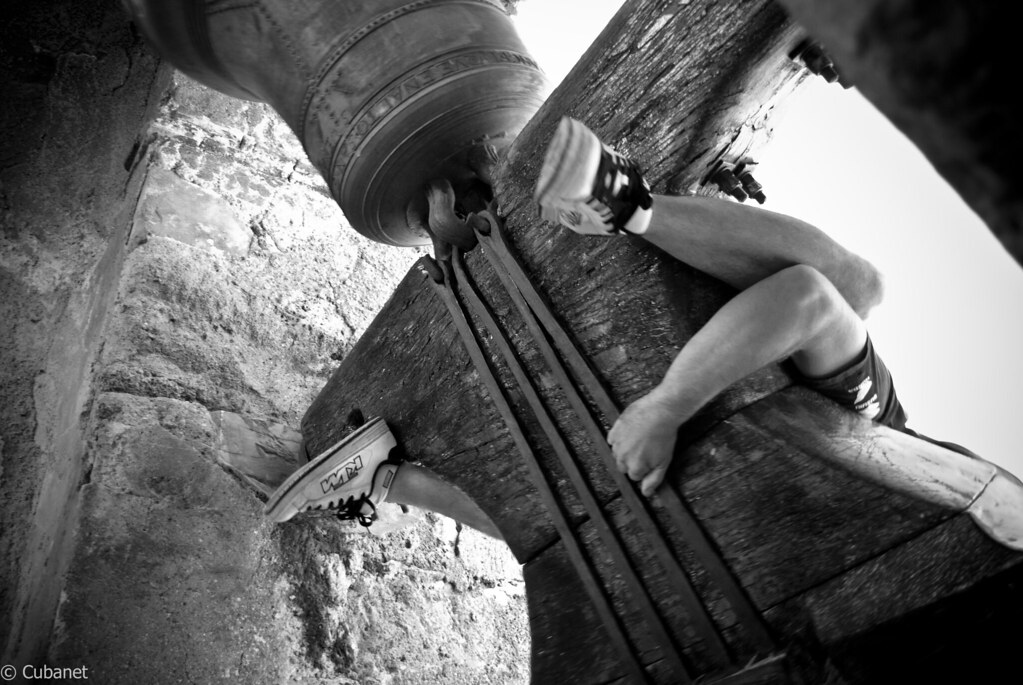 Resultado de imagen de Volteo humano de campanas (Castielfabib)